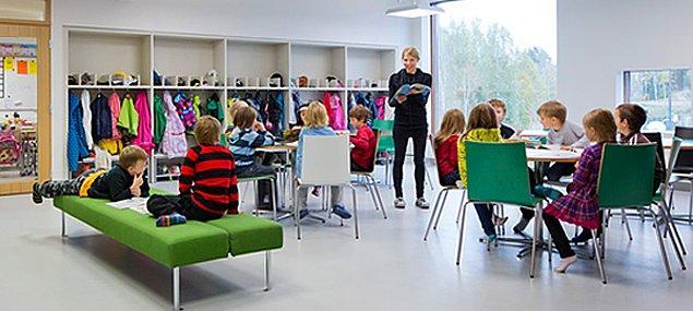 5. Finlandiya'daki okullarda, ders sırasında çocukların oturma zorunluluğu yok.