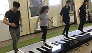 Despacito Şarkısını Ayak Piyanosuyla Dans Ederek Çalan Yetenekli Gençler