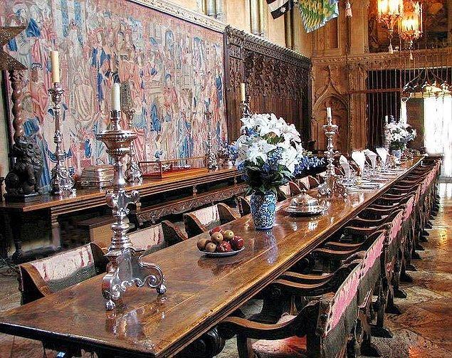 Aynı zamanda bu malikane dünyanın kişiye özel en büyük şarap mahzenine sahip.