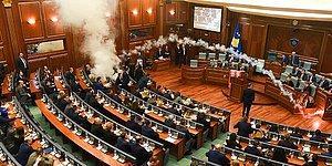 Oylamayı Engellemek İçin Meclis Salonuna Göz Yaşartıcı Gaz Atan Kosovalı Vekiller