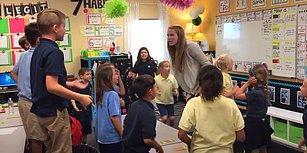 Öğrencilerinin Güne Dans Ederek Başlamasını Sağlayan Muhteşem Öğretmen