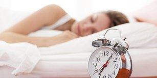 Deliksiz Bir Uyku Uyumayı ve Sabah Bomba Gibi Uyanmayı Sağlayacak Süper Etkili 11 Besin!