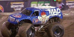 Monster Truck Aracının Ağzınız Açık İzleyeceğiniz Muhteşem Öne Taklası