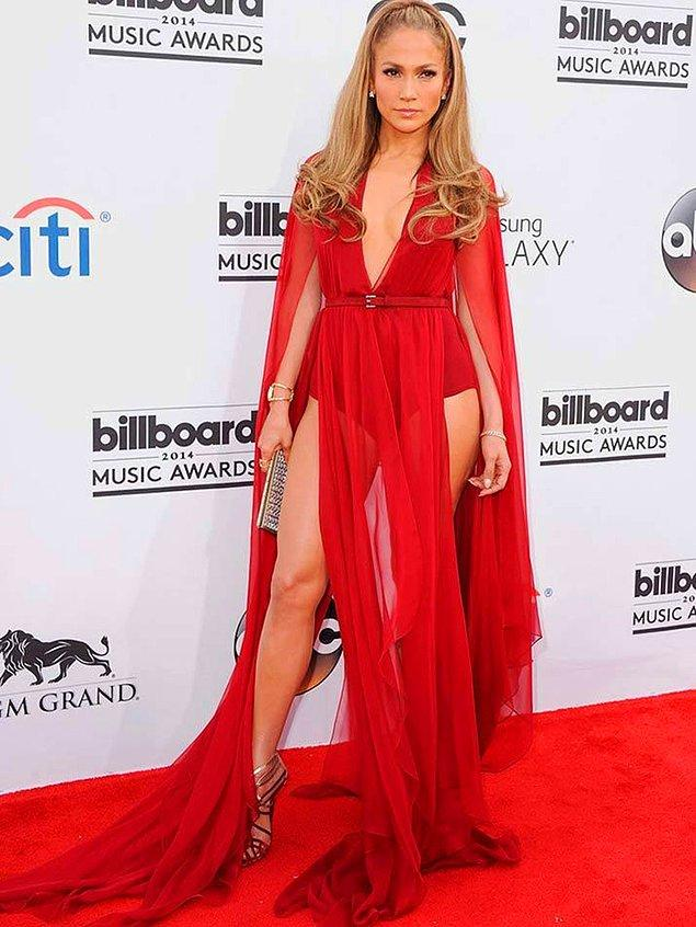 12. Jennifer Lopez'e her yaşta her renk elbise yakışıyor. İşte kanıtı 👍