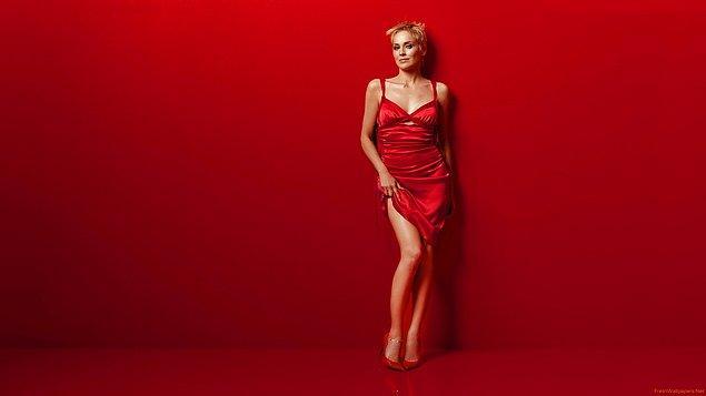 13. Sharon Stone'un  kırmızı renk elbisesi adeta vücudunda dans ediyor. 😍