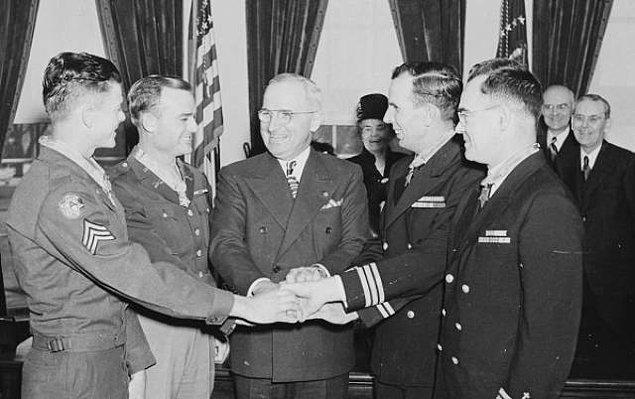 4. John R. McKinney, İkinci Dünya Savaşı sırasında tek başına 100'den fazla Japon askerini uzak tuttu.