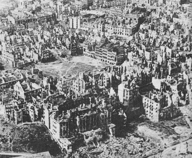 21. Almanya Polonya'yı işgal ederken 724 tane Polonyalı, 40000 tane Alman'a karşı pozisyonlarını savundu. 3 gün boyunca başarılı bir şekilde direnebildiler.