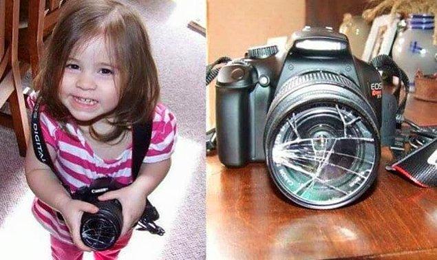 12. Aile fotoğraflarını çekmesi için bir daha bu ufaklığa güvenilmeyecek.