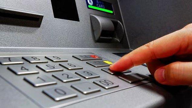 Bunun üzerine A.S.K., ATM'den çektiği bin lirayı ve Kayseri'ye gitmesi için aldığı otobüs biletini E.D.'ye verdi.