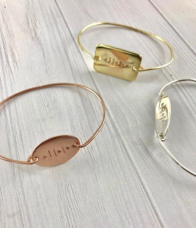 Morse Jewellery, nokta ve çizgilerden oluşan Mors Alfabesini takıda kullanarak kişiye özel tasarımlar yapıyor.