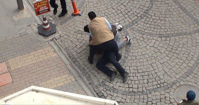 İki zabıta memuru bir vatandaşın yardımıyla kaçan dilenciyi yakaladı.