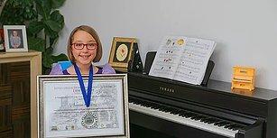 8 Yaşındaki Piyanist Göğsümüzü Kabarttı! Nisan Öksüz, Roma'daki Uluslararası Yarışmadan Birincilikle Döndü