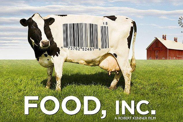 7. İzledikten sonra gidip organik market kapısı yalayacağınız bir belgesel: Food, Inc. Tabağımıza koyduğumuz yemek nerden geliyor, paketlenmek ve o paketin içinde kalabilmek için neler yaşıyor, 'doğal' dediğimiz birçok ürün aslında nasıl bir çöpten ibaret, hayvanlar insanlıktan neler geçiyor ve gıda işçileri ne gibi şartlarda yaşıyor... Hatta belki biraz fazla panikleyebilirsiniz.