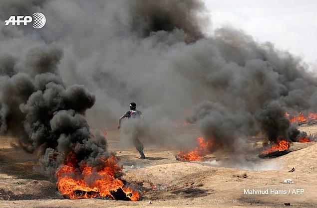 Gazze'de düzenlenen protesto gösterilerine İsrailli askerlerinin açtığı ateş sonucu 60 Filistinli hayatını kaybetti.