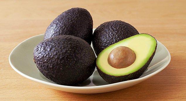 8. Avokado içindeki sağlıklı yağ ve lif ile oldukça sağlıklı bir gece atıştırmasıdır.