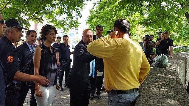 Alkaya, polisler tarafından ifadesi alınmak üzere Meclis Emniyet Müdürlüğüne götürüldü.