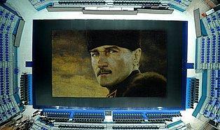 60 Bin Karton Bardaktan Oluşturulan Mükemmel Atatürk Portresi