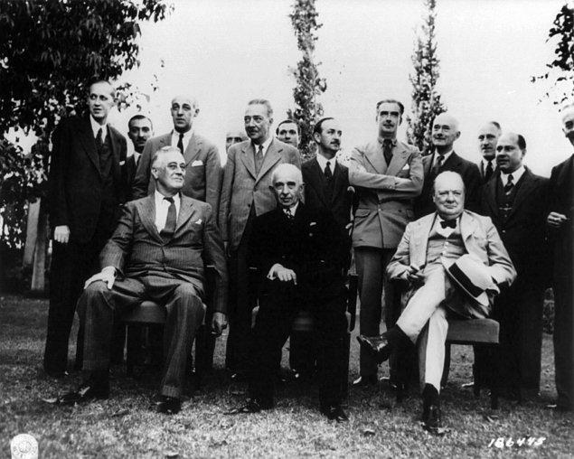 1946 Türkiye'sine bakıldığında siyasi ve ekonomik anlamda sıkışık bir durum dikkati çeker.