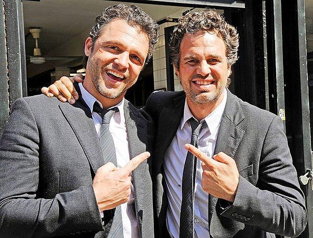 2. Mark Ruffalo (Hulk) ve dublörü Anthony Molinari: