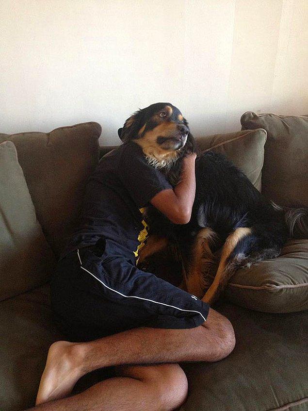 6. Ah canım köpek sahibini teselli ediyor. 😇