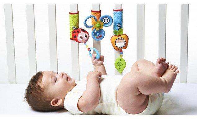 12. Dr. Carolyn Rove-Collier bebeklerde hafızanın işlevini araştırıyordu. Bebeğinin ayağına bir ip bağladı. İpin ucu ise beşikteki müzik sistemine bağlıydı.