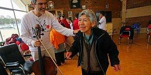 Konserlere Gidemeyen Hastaların Ayağına Müziği Getiren Muhteşem İnsanlar