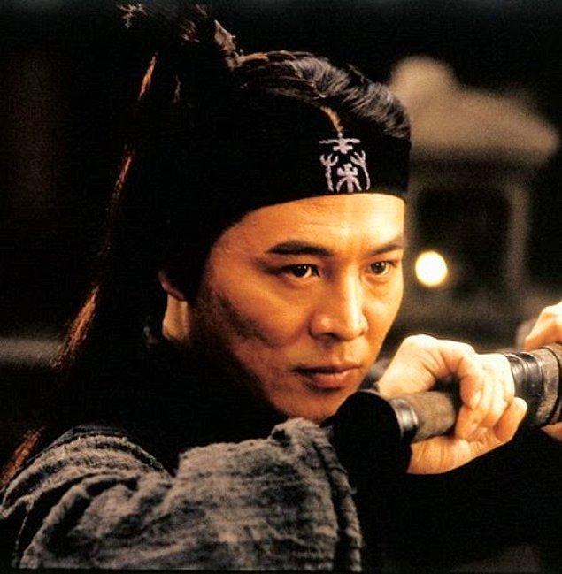 Pekin doğumlu ünlü aktör Jet Li'yi aksiyon filmlerinden görmeye alışkınız. Wu Shu Şampiyonaları'nda da birçok kez altın madalya sahibi olan ünlü aktörün son zamanlarda çekilen bir fotoğrafı görenleri şoka uğrattı.