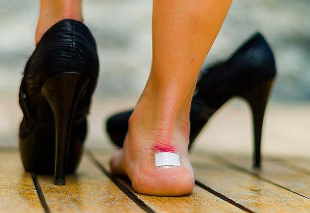 11. Ucuzu, pahalısı fark etmeksizin arkanızdan vuran zalım ayakkabı.