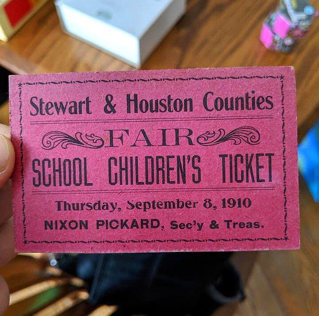 19. Eski bir kitabın arasında bulunan 108 yıllık bilet.