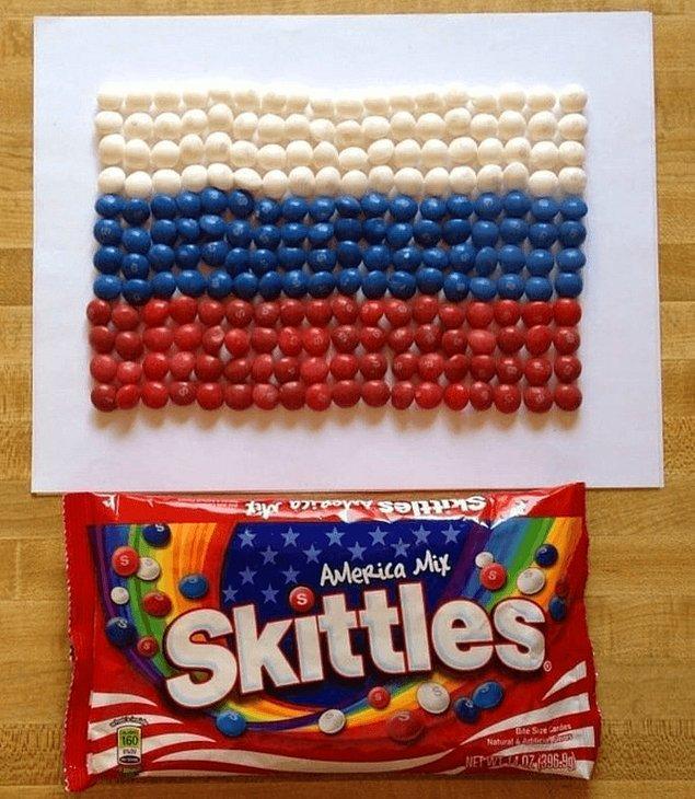 20. Şekerler ile yapılan Rus bayrağı.