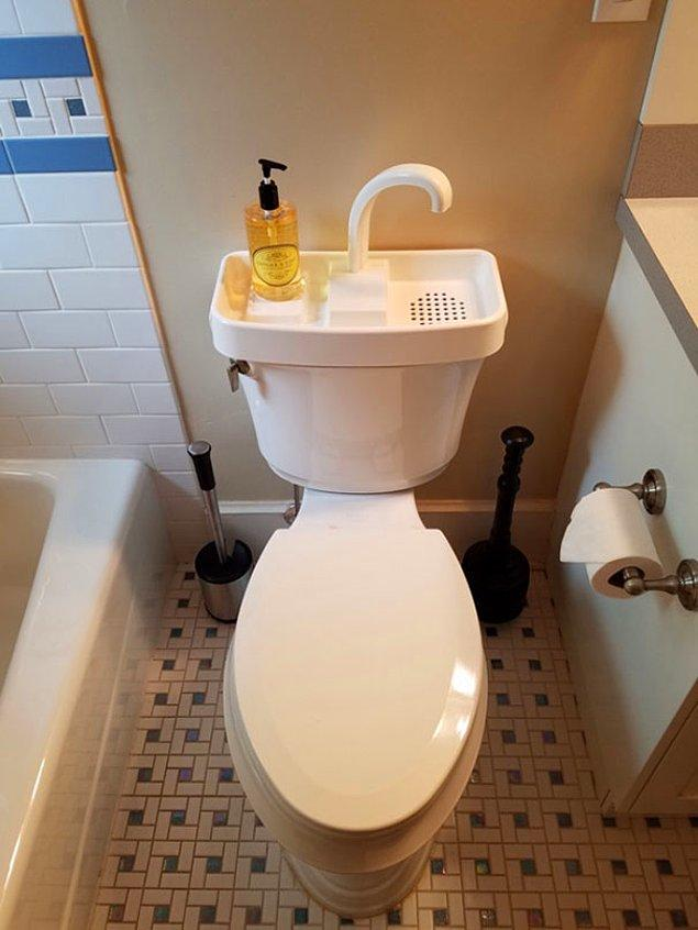 4. Japonya'da bu tarz bir tuvaletle sık sık karşılaşabilirsiniz. Ellerinizi yıkayın ve atık suyu bir sonraki tuvalet ihtiyacınızda kullanın.