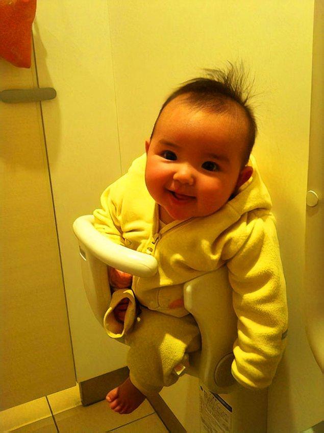 6. Birçok banyo ve tuvalette, bebeklerin oturabilmesi için duvara montelenmiş oturaklar bulunuyor.