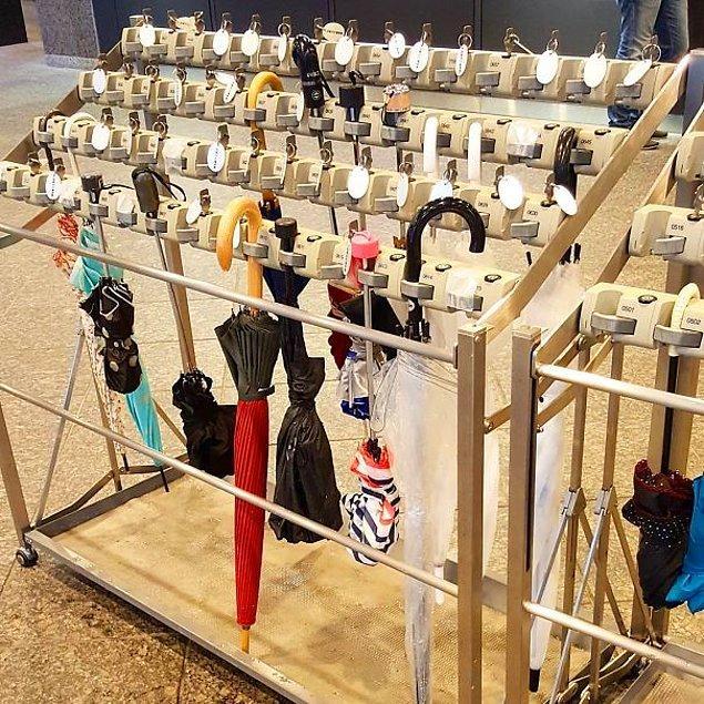 10. Japonya'dan yükselen diğer bir icat: Şemsiye kilitleyici.
