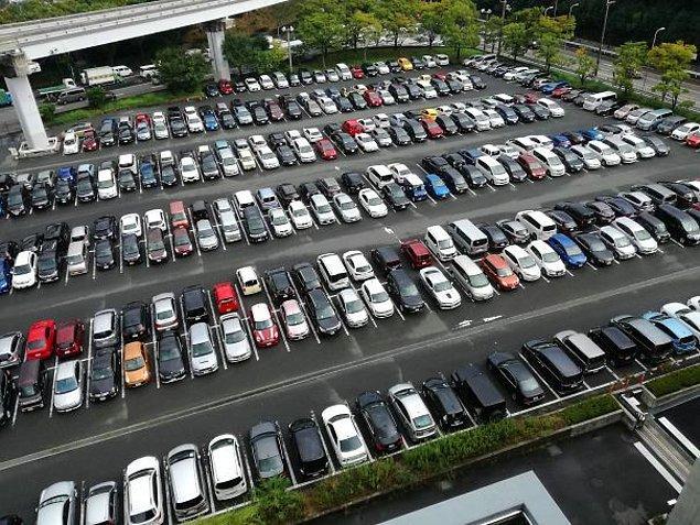 20. Japonların neredeyse tamamı arabalarını geri park ediyorlar.