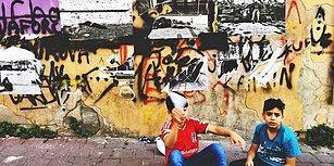 Sokak İnsanlarının Fotoğraflarıyla Yine Onlar İçin Bir Sergi Alanı Oluşturan Sanatçıdan Harika Proje!