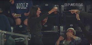 Tribüne Gelen Beyzbol Topunu Bira Bardağıyla Yakalayan Kadın