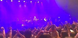 Travis Grubunun Solisti İstanbul Konserinde Barış Manço'dan 'Dağlar Dağlar'ı Söyledi