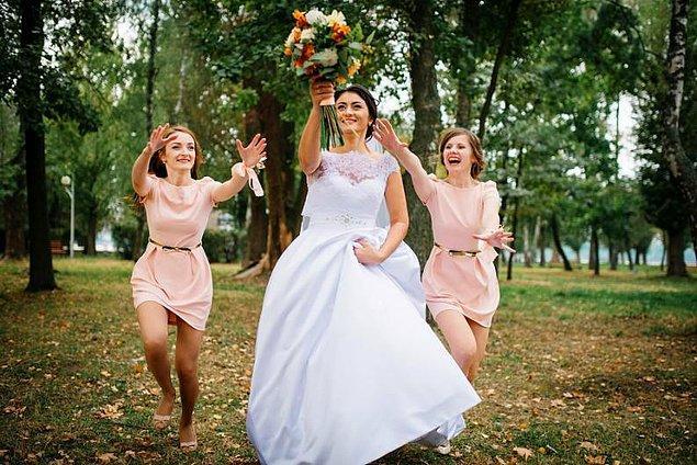6. Düğün sonrası gelin çiçeğini hiç yakaladın mı? 😎