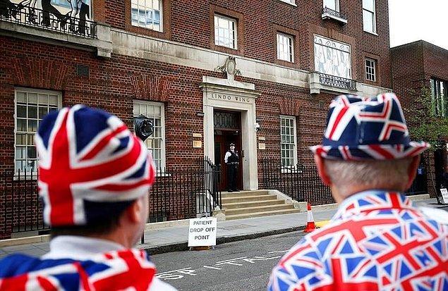 İngiltere halkı minik Prens'i görebilmek için sabahın erken saatlerinden itibaren hastanede önünde beklemişti...