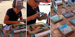 Kaşık ve Yongalar Üzerine Resimler Yapan Sokak Sanatçısı Çocuk