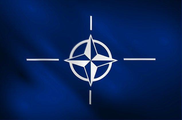 13. Türkiye NATO'ya hangi yıl üye oldu?