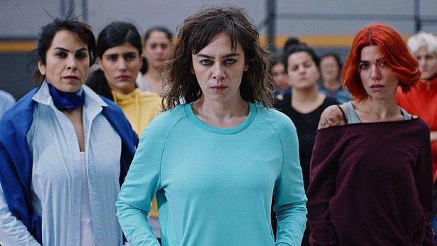 8. Türk dizisi süreleri çok delice biliyoruz, yine de 11 bölüm bu dizi için kabul edilebilir: Avlu.