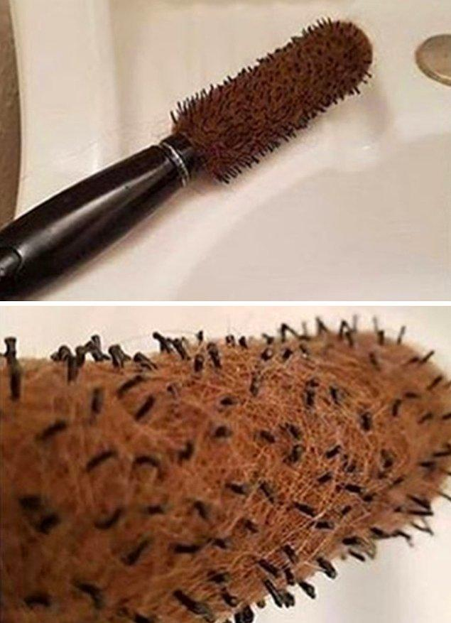 6. Yeni bir saç fırçası alıp 'Her gün temizlerim ya.' diye düşünürsünüz. Bir hafta sonra:
