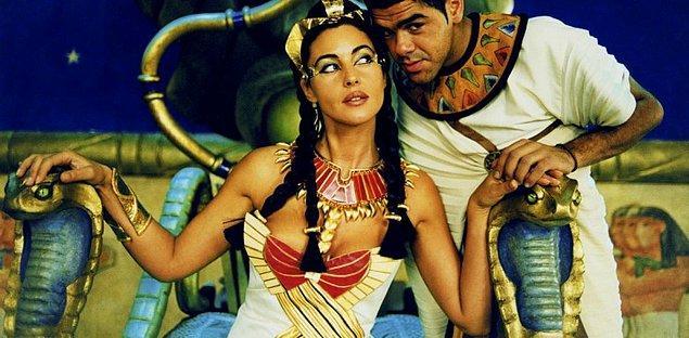 8. Kleopatra iki erkek kardeşiyle de evlendi.