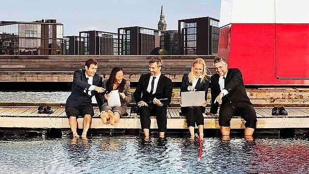 Danimarka, refah düzeyi yüksek bir ülkedir. Danimarka'da 15-64 yaş grubundakilerin %75'i ücretli bir işe sahiptir.