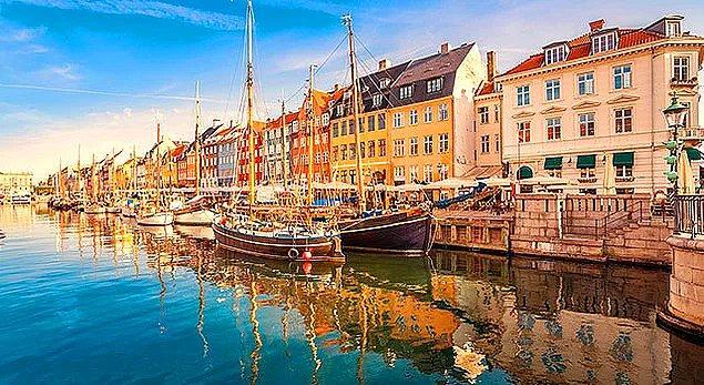 Danimarka halkı için temizlik oldukça ciddi bir mevzudur. İnsanlar, temiz sokaklarda yavaşça yürümeyi ve işe giderken çevreyi seyretmek için zaman ayırmayı severler.