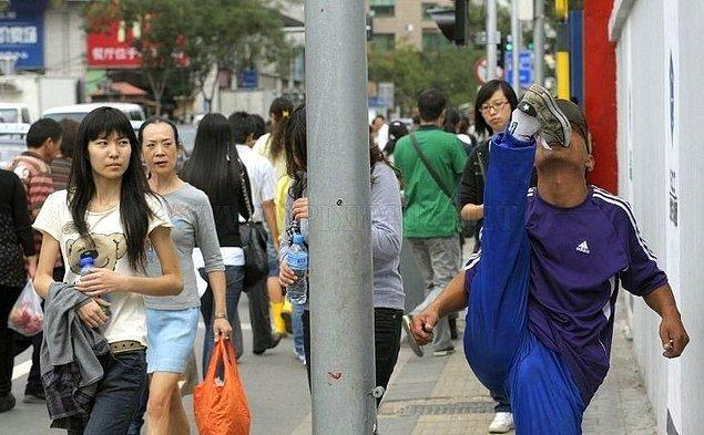 9. Kimse, yürürken ya da otobüs beklerken egzersiz yapan birini görünce şaşırmıyor...