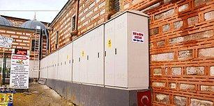 Çivi Çakmak Yasak! Mısır Çarşısı'nın Duvarı 2 Metre Boyundaki 45 Elektrik Panosu ile Kaplandı