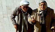29 Ekim'in Fotoğrafı: Anıtkabir'de Kol Kola Ata'nın Huzuruna Çıkan Yaşlı Çift