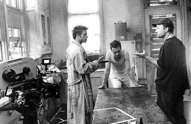 7. Brad Pitt, Edward Norton ve David Fincher 'Dövüş Kulübü (Fight Club)' setinde.
